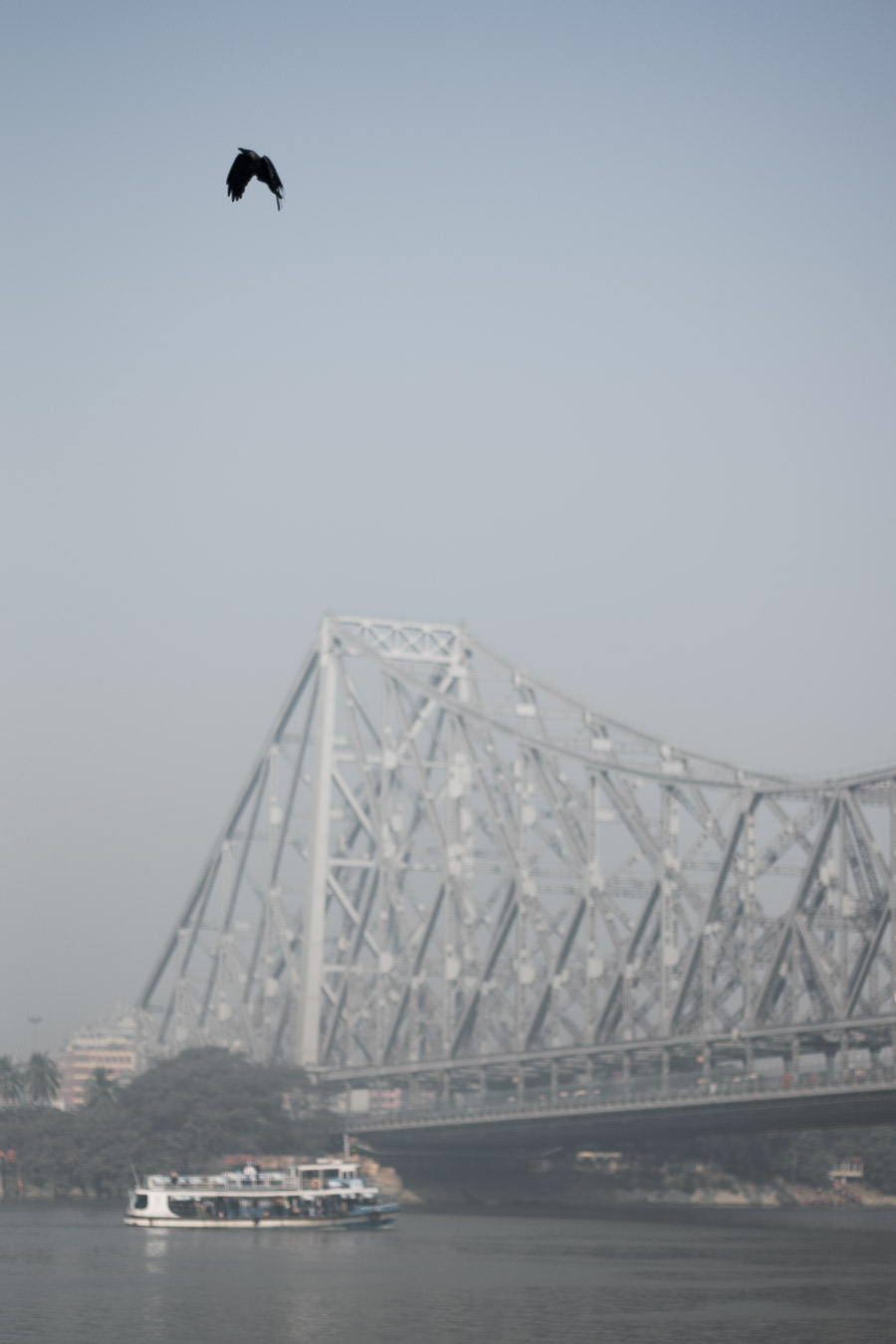 Howrah-bridge-on-a-foggy-morning
